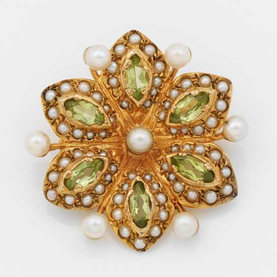 Flower brooch with Peridot - photo 1