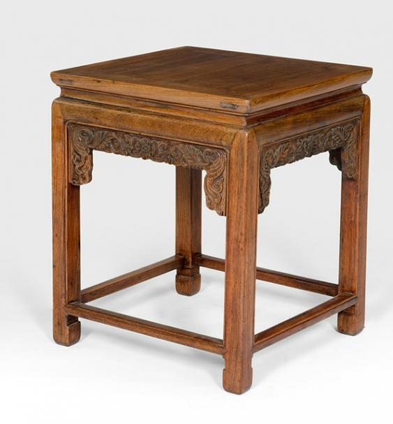 kleiner tisch aus hartholz los 852. Black Bedroom Furniture Sets. Home Design Ideas