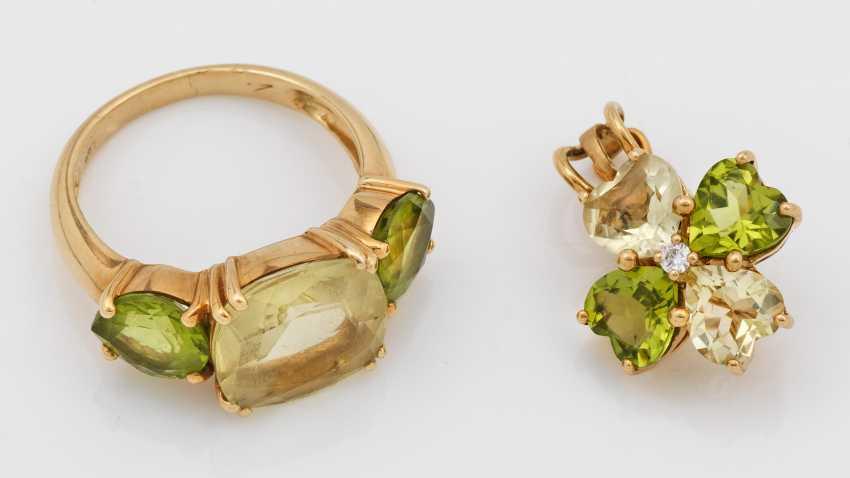 Decorative peridot ring with pendant - photo 1
