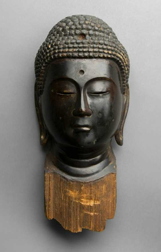 Head of the Buddha Amida with a black lacquer version - photo 1