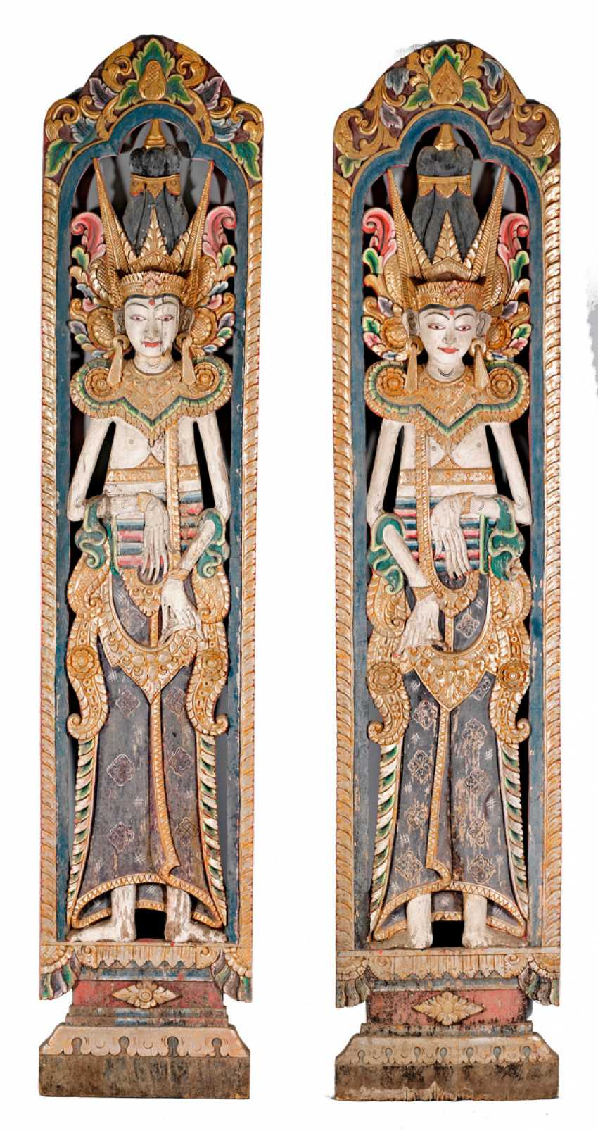 Large Indonesian wood panel with temple figure - photo 1