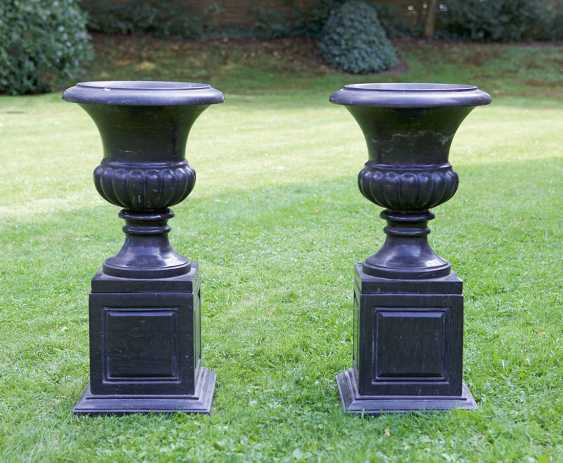 Pair of neo-classical crater vases on pedestal bases - photo 1