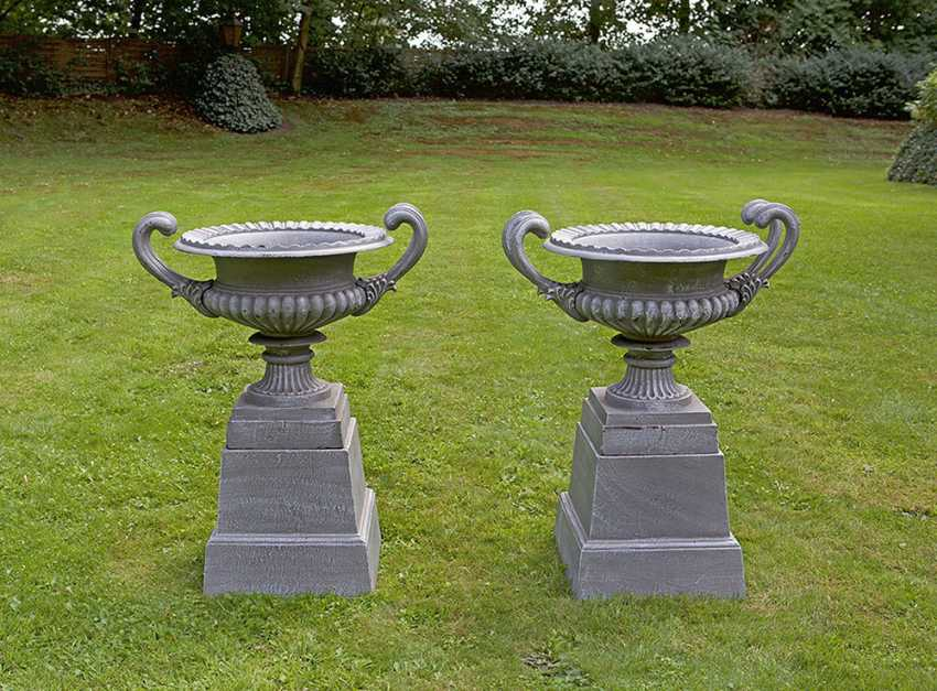 Couple of Parking vases on pedestal base - photo 1