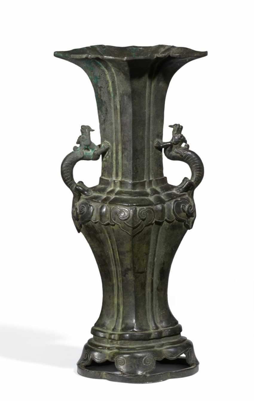 Impressive and large Gu Vase with two dragons - photo 1