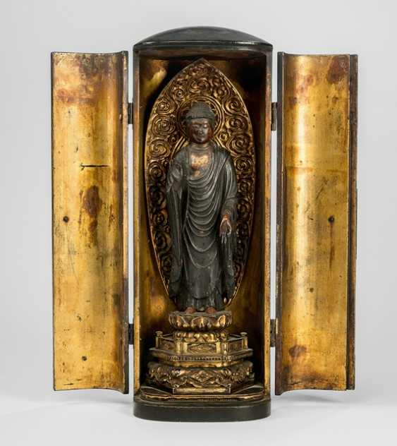 Zushi made of wood with varnish, as amended, and the sculpture of the Buddha Shakyamuni - photo 1