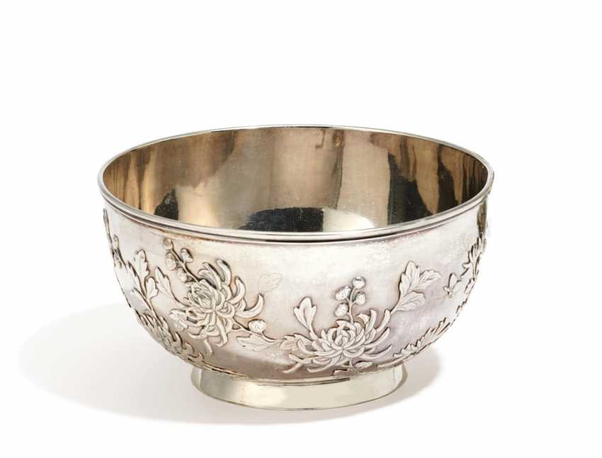 Silver bowl with chrysanthemums - photo 1