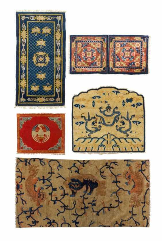 Большой трон спине и три другие ковры - фото 1