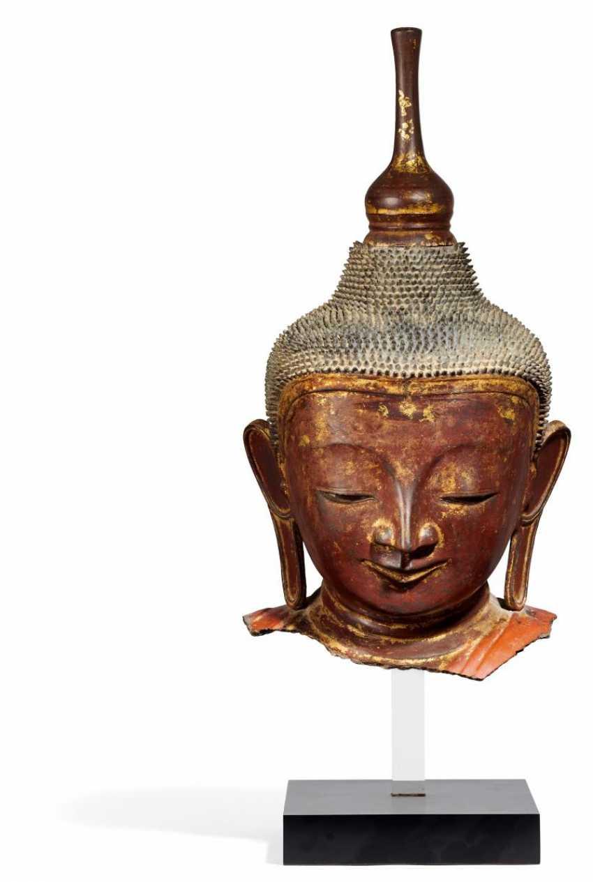 Head of a large Buddha figure - photo 1