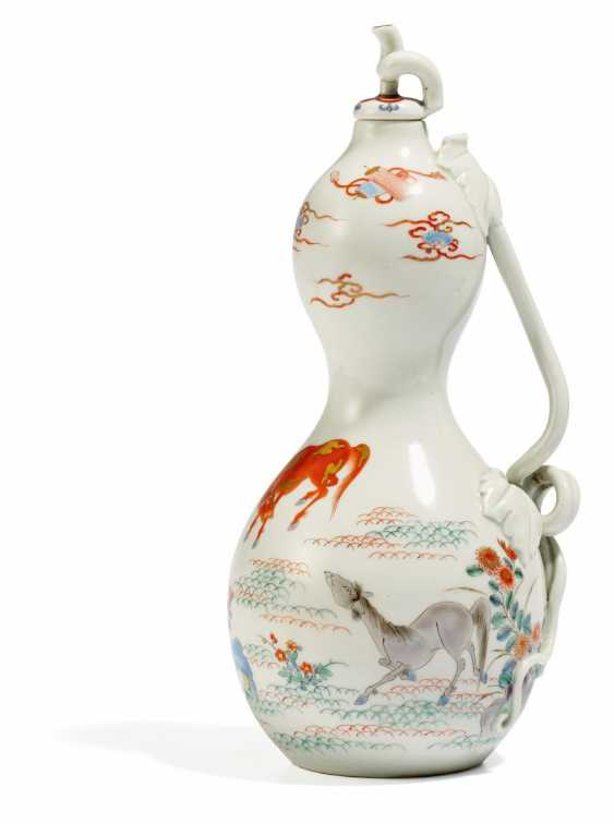 Unusually fine gourd vase with lid - photo 1