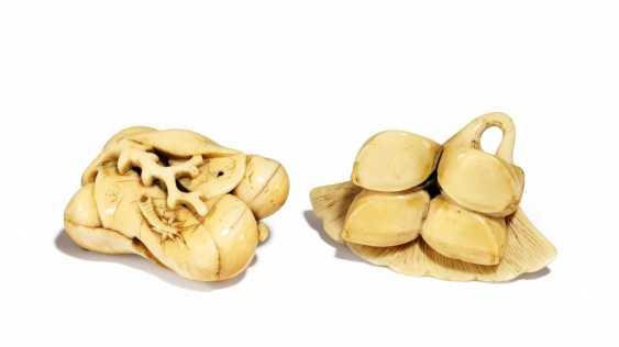 Two Netsuke: fruit of the medlar, and Gingko - photo 1