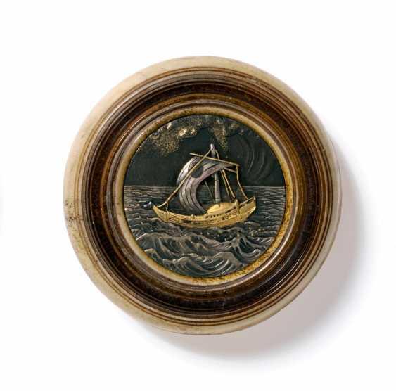 Kagamibuta: sailing ship in sea waves - photo 1