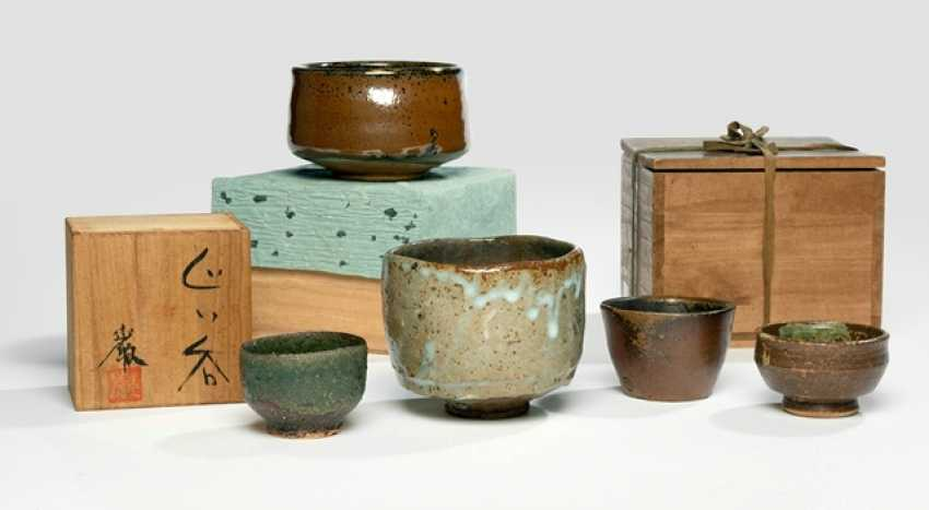 Five ceramics by various artists - photo 2