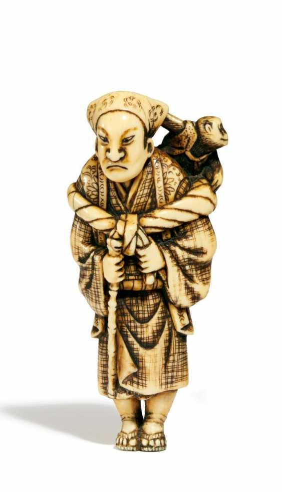 Netsuke: Sarumawashi with a Monkey - photo 1