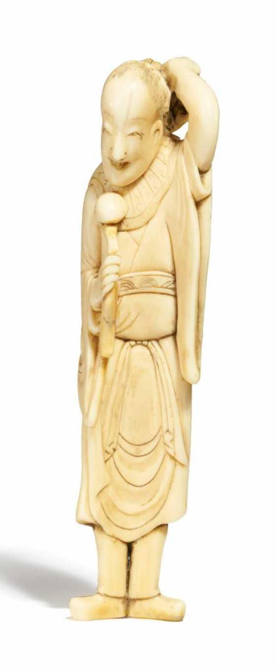 Netsuke: Chinese mit yui-Zepter - photo 1