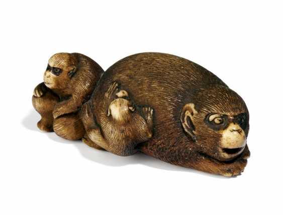 Netsuke: monkey with two boys - photo 1