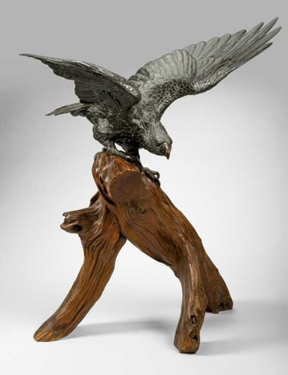 Bronze of an eagle with outstretched Wings sitting on a Branch - photo 1