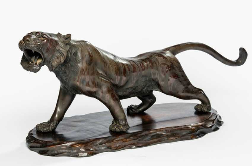 Bronze of a walking, roaring Tigers - photo 1