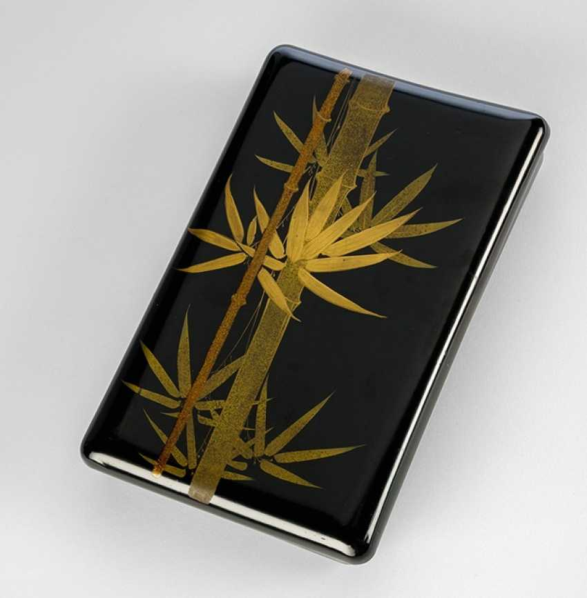 Lid box made of wood with decor of bamboo and autumn leaves on a black lacquer base - photo 1
