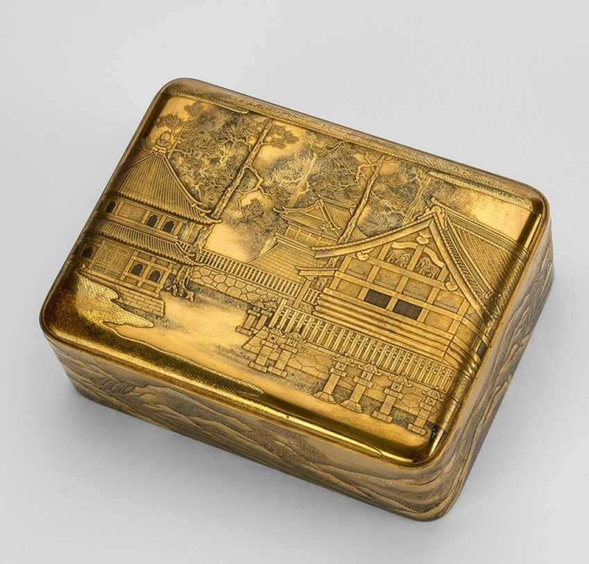 Lidded box with tray insert made of wood with fine gold lacquer decoration of a temple - photo 1