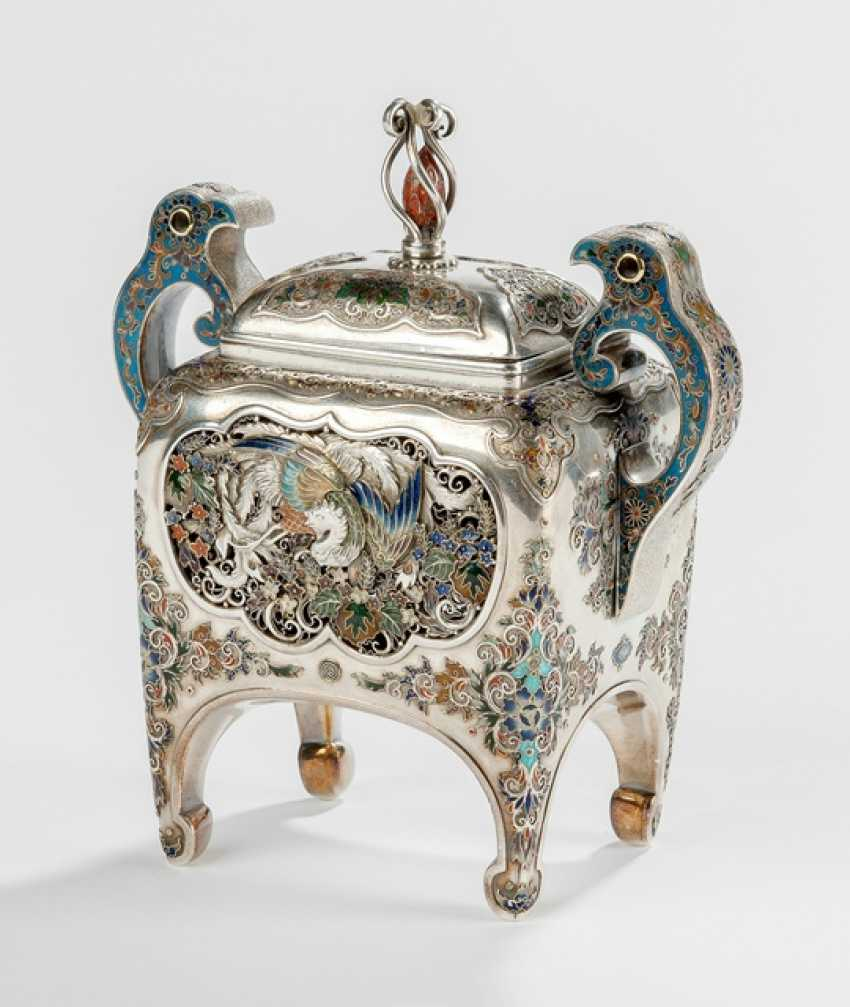 Fine lidded box made of silver in the Form of a Koro - photo 1