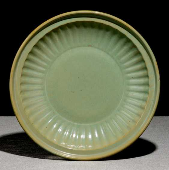 Round bowl with celadon-colored glaze, and passig, ribbed wall - photo 1