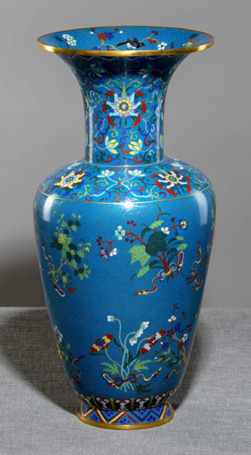 Large Cloisonné Vase with flowers, branches, and Lotus in meander-lattice - photo 1