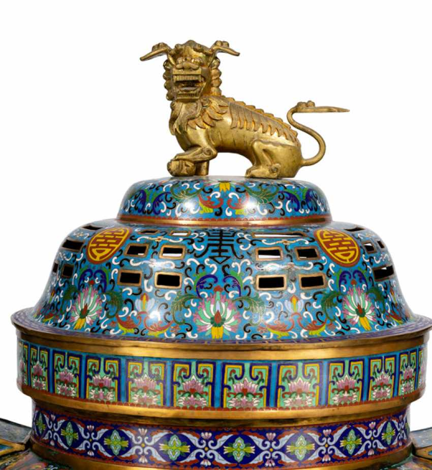 Very large, partially fire-gilt Cloisonné incense burner with wood - photo 2