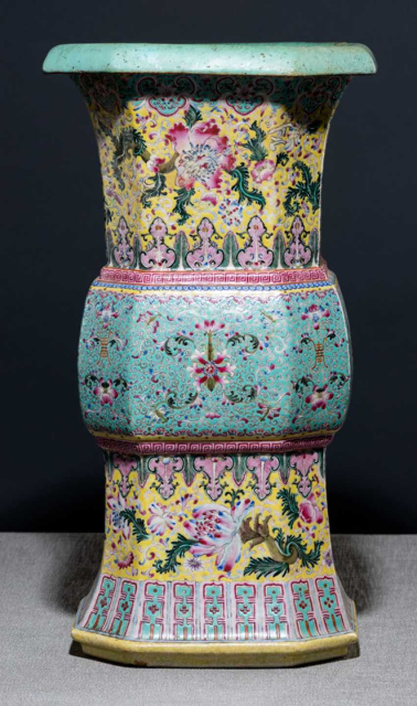 Zun-shaped Vase with Famille-rose decoration - photo 1