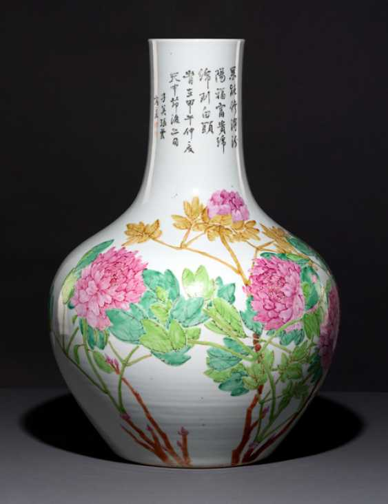Large bottle vase with peonies and birds - photo 1