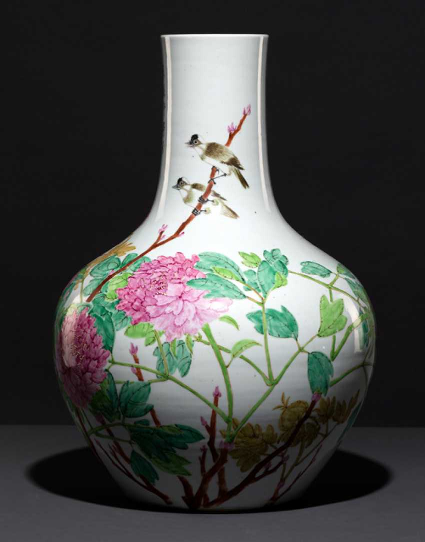Large bottle vase with peonies and birds - photo 2