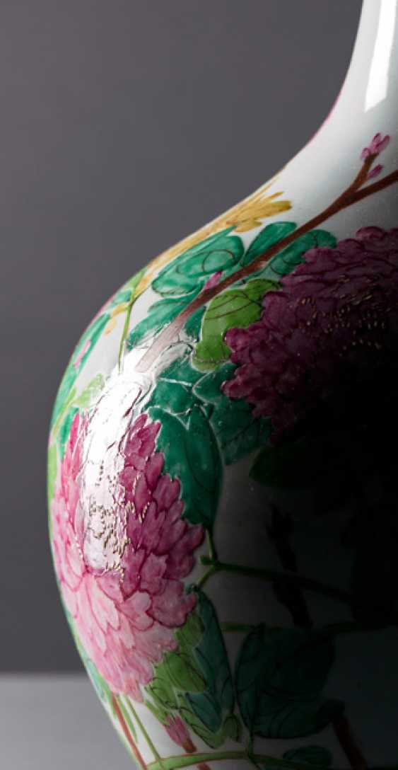 Large bottle vase with peonies and birds - photo 3