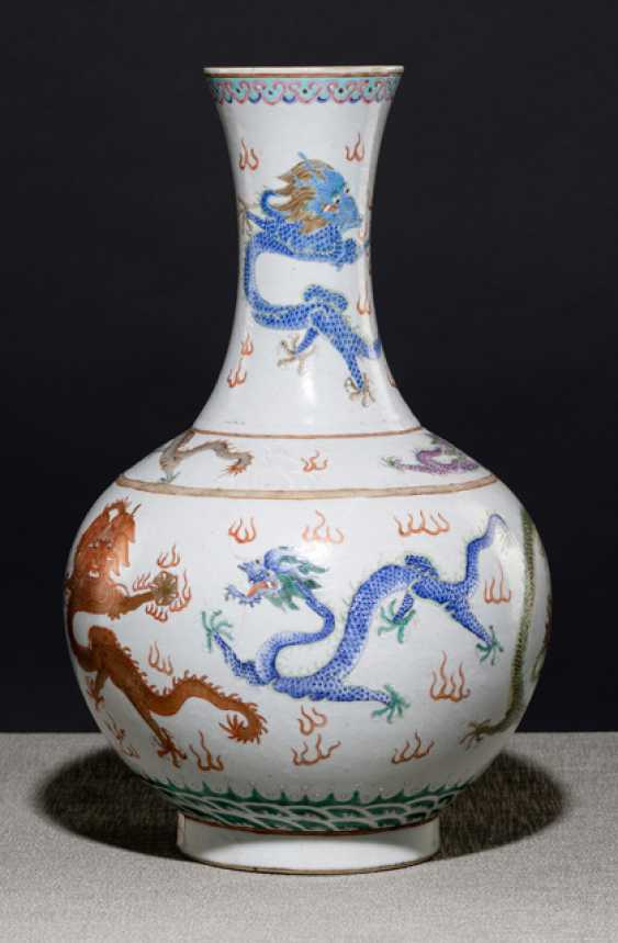 Bottle vase with Nine dragon decor - photo 1