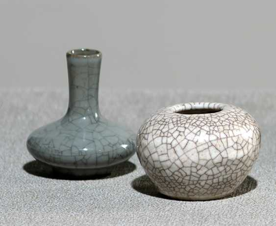 Miniature vase and a tuschwasser vessel with craquelure - photo 1