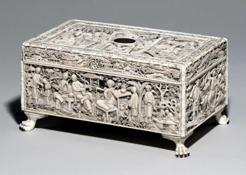 Fine cover box for sewing utensils made of ivory - photo 1
