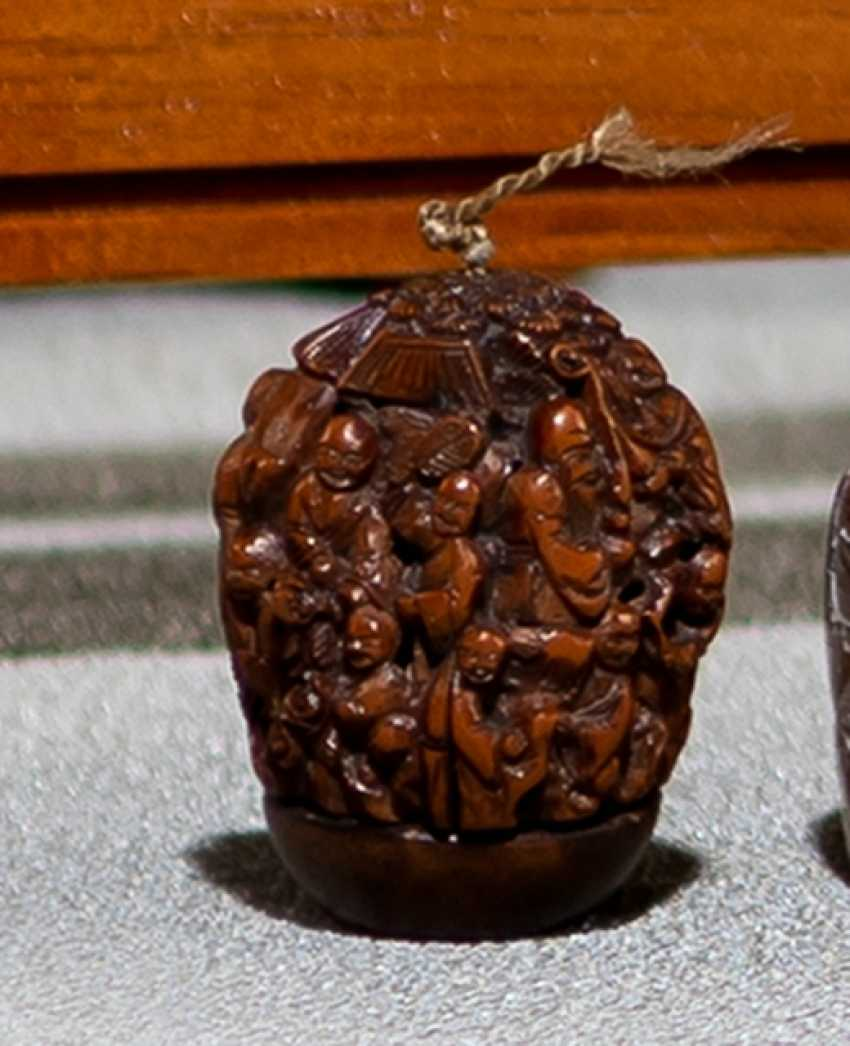 Finely carved walnut with Immortal - photo 1