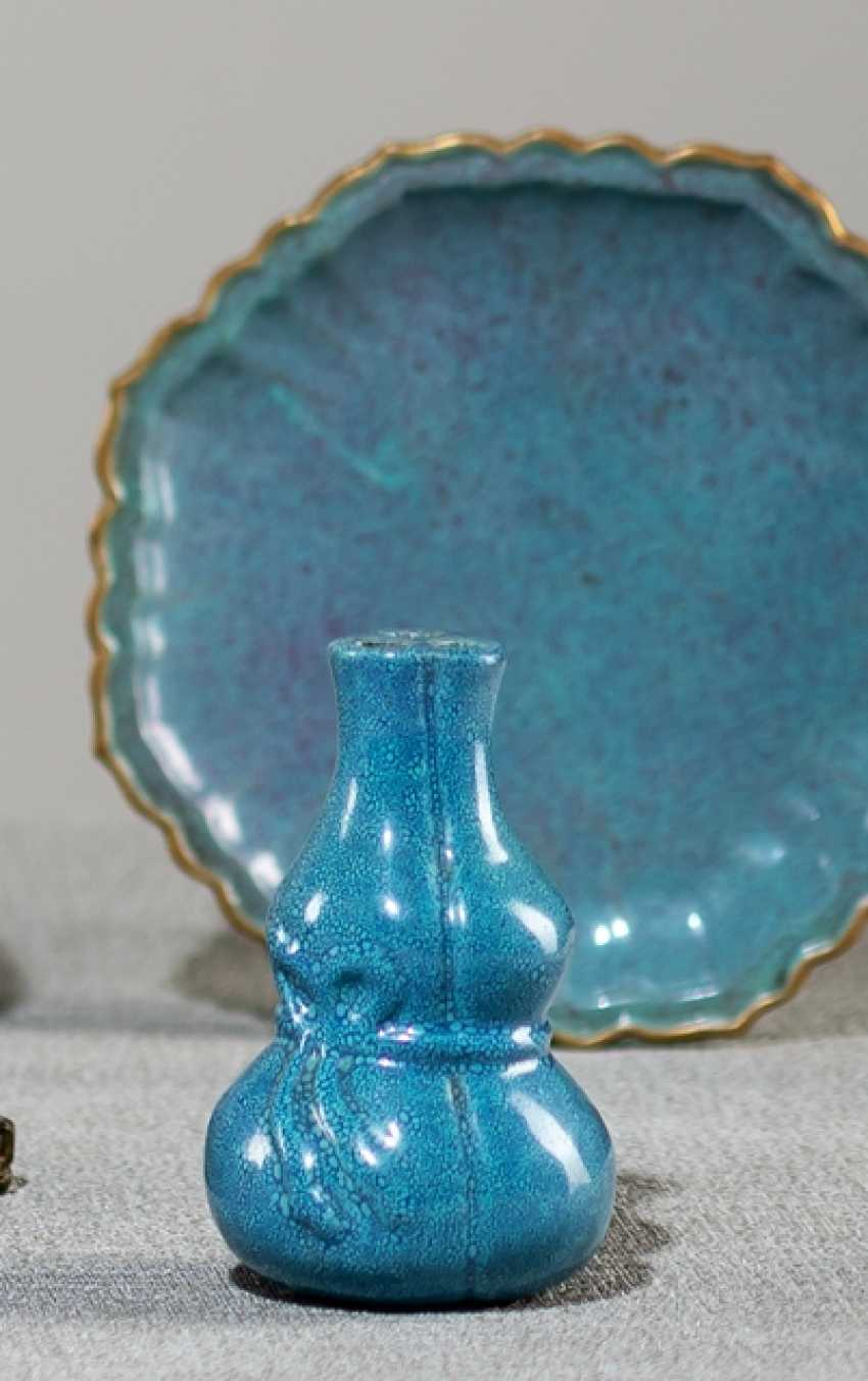Octagonal shell and Calabash vase with Robin's Egg glaze - photo 1