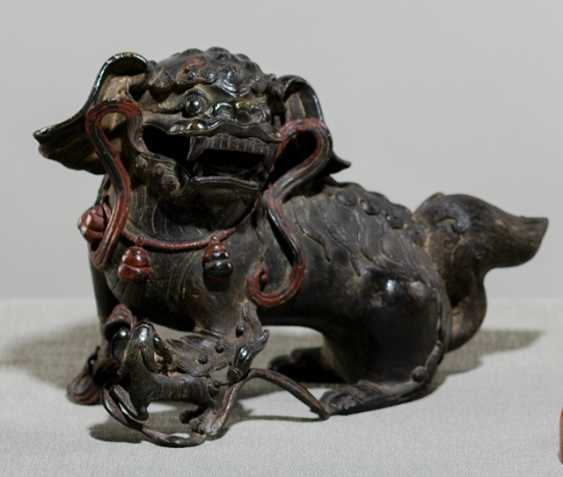 Large Buddhist lion made of Bronze, with remains of collection - photo 1