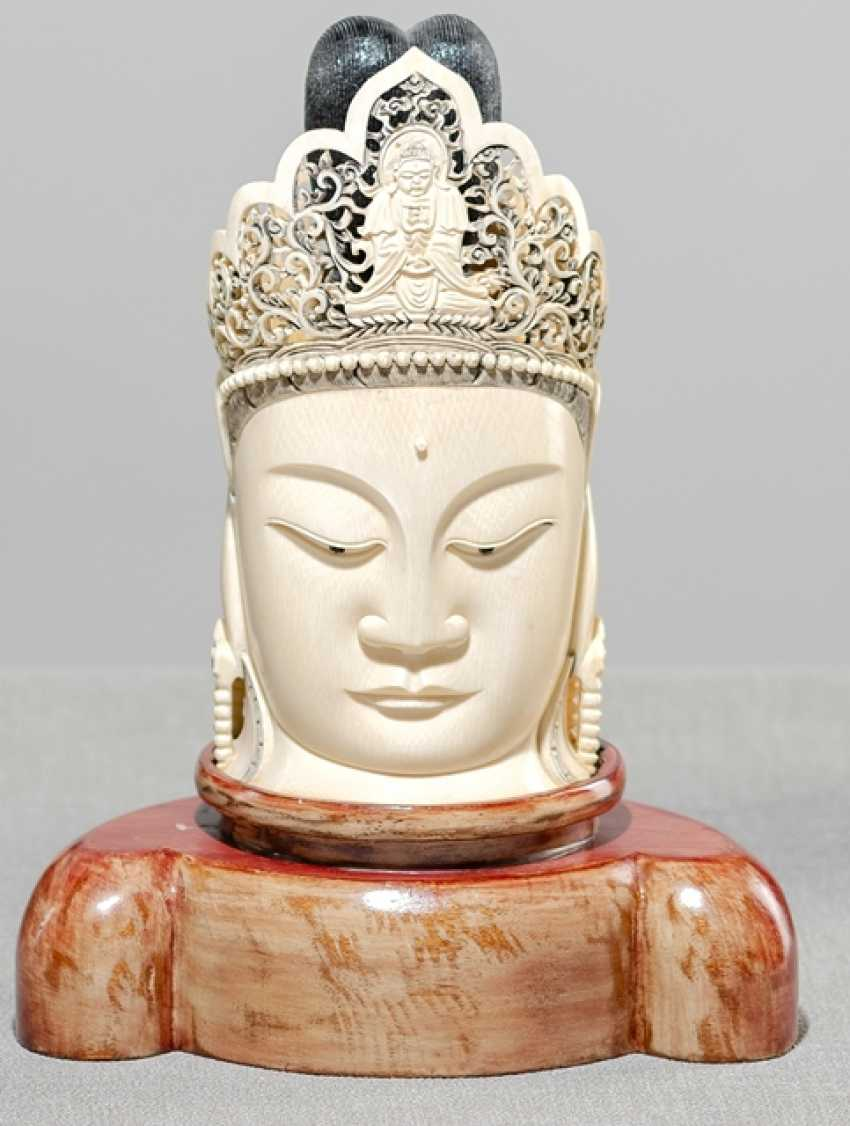 Ivory head of Guanyin with Amitbha in the breakthrough-crafted crown - photo 1