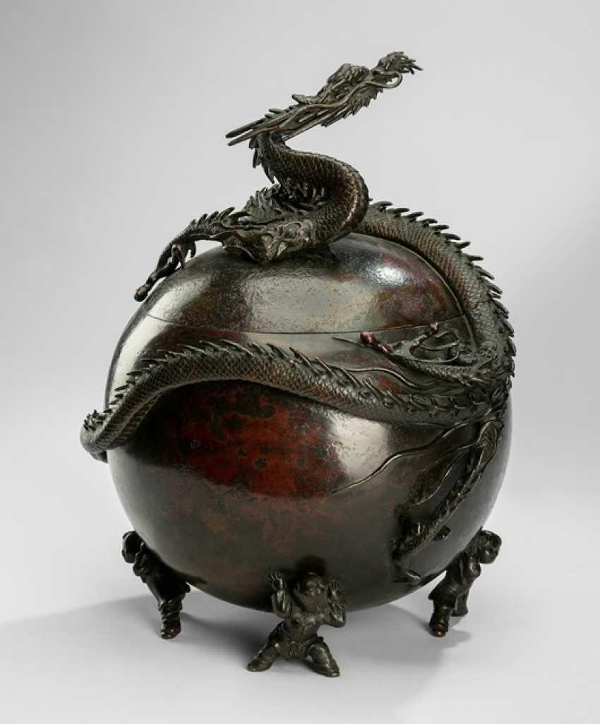 Spherical Koro Bronze on four feet in the Form of Karako surmounted by a dragon - photo 1