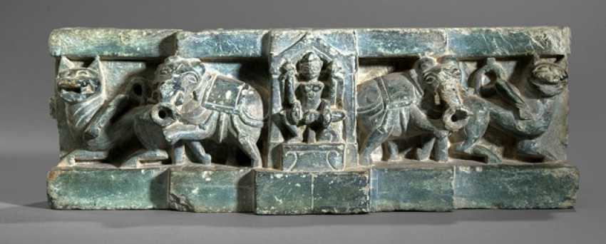 Black green stone fragment with Parvati - photo 1