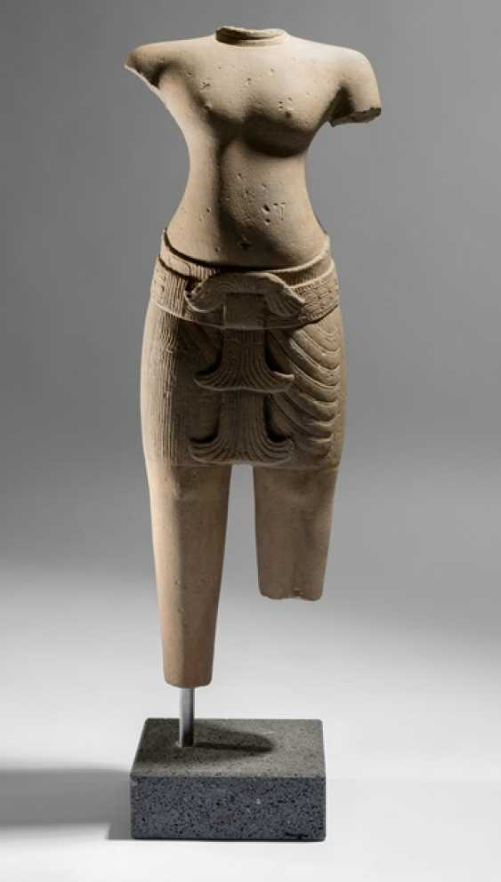 Sandstone torso of a male figure - photo 1