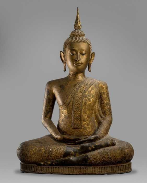 Large bronze figure of Shakyamuni Buddha with Gold and black lacquer - photo 1
