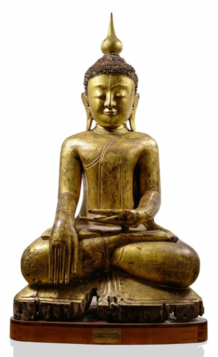 Monumental figure of Buddha Shakyamuni, made of wood with black and Golden lacquer collection - photo 1