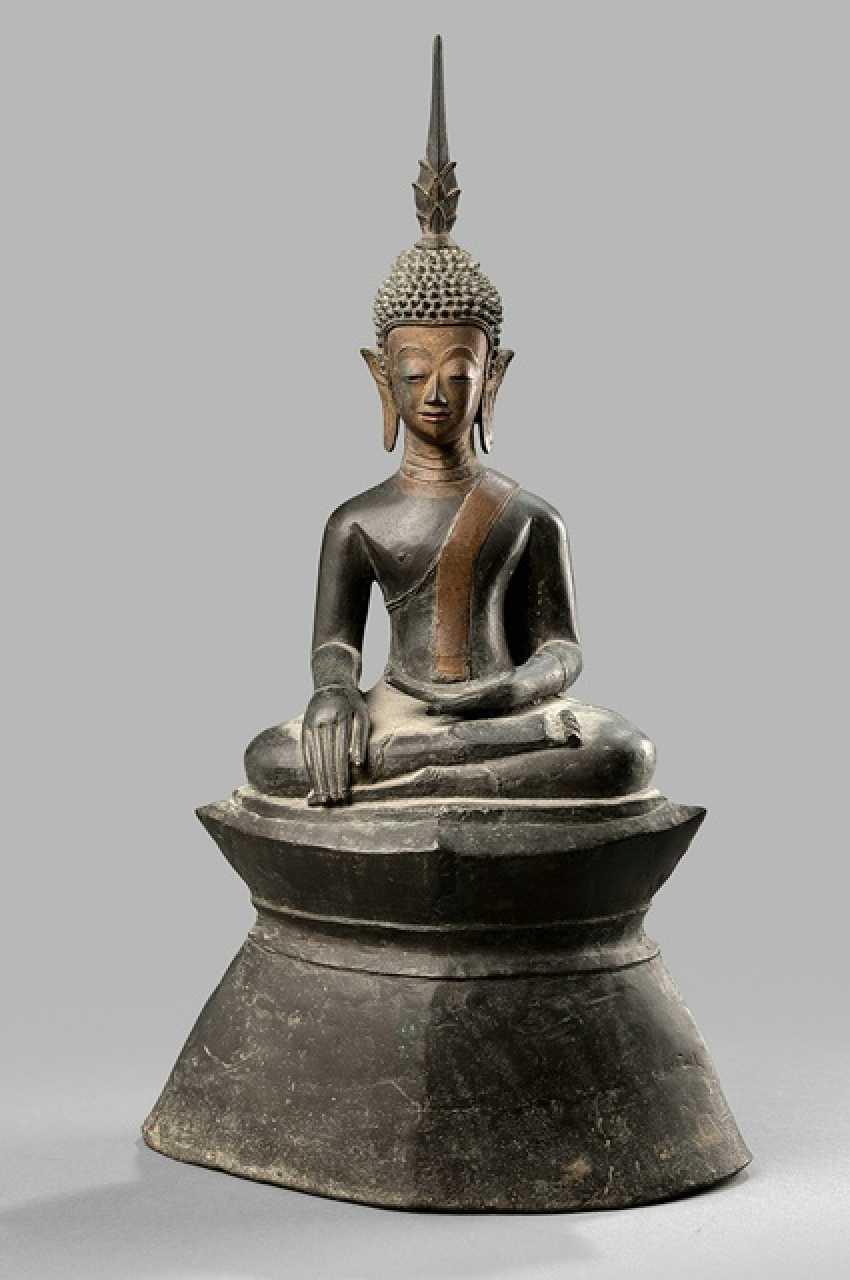 Bronze des Buddha Shakyamui im Meditationssitz - photo 1