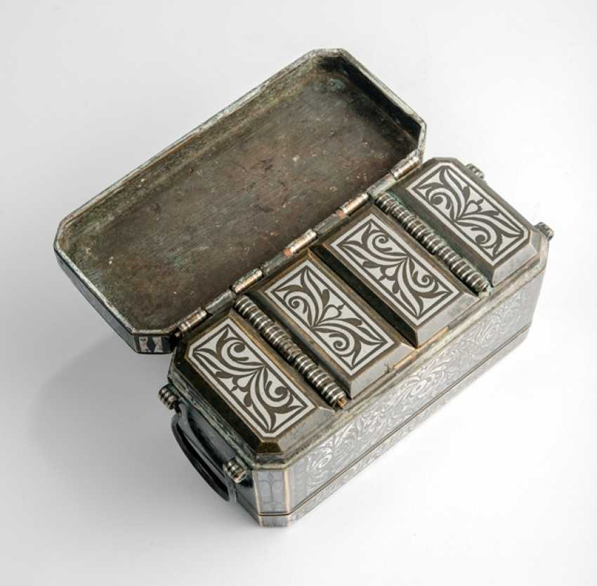 Lid box made of brass / bronze with silver deposits - photo 2