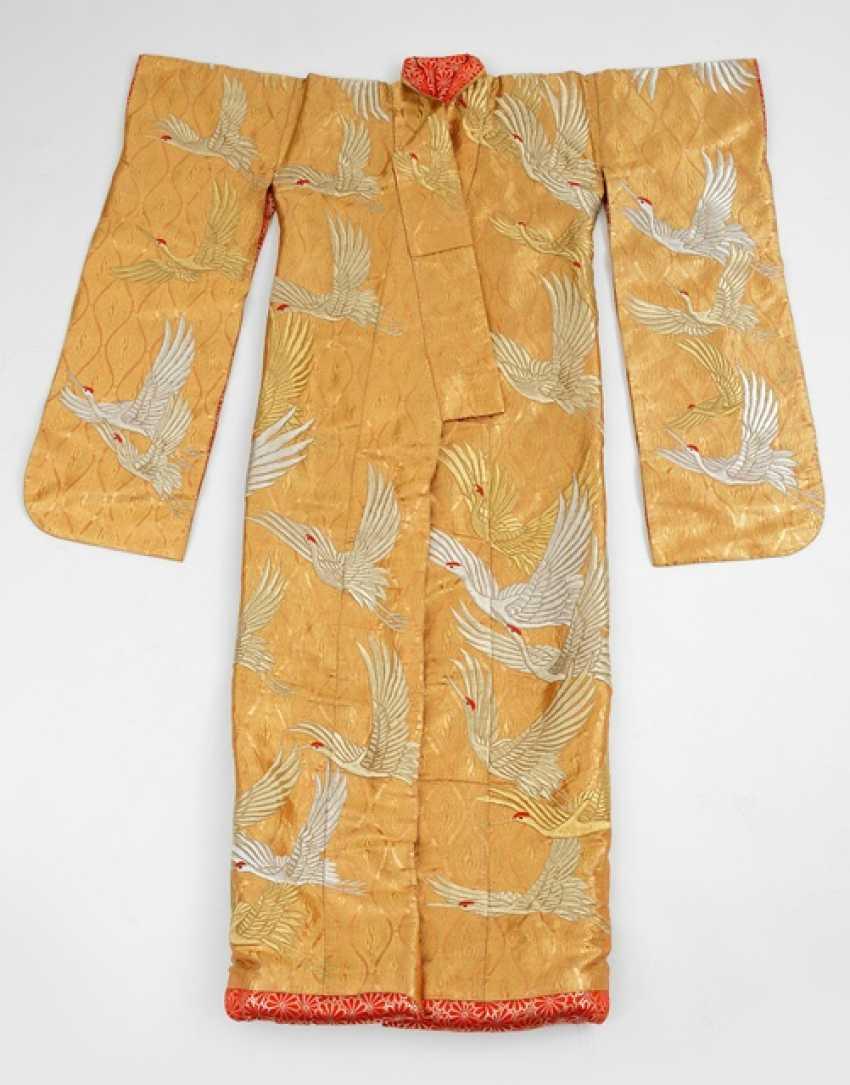 Exceptionally gorgeous brocade kimono with crane embroidery - photo 1