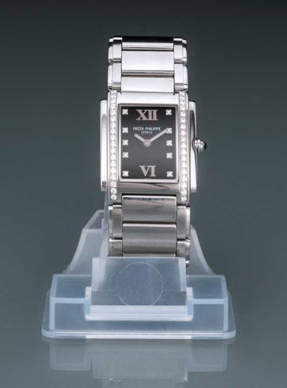 Patek Philippe Women's Watch, Ref. 4910 with diamonds - photo 1