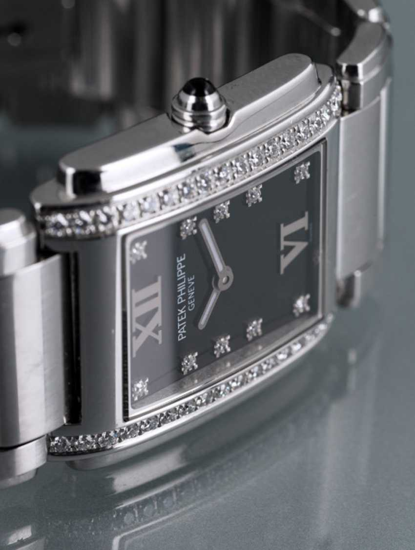 Patek Philippe Women's Watch, Ref. 4910 with diamonds - photo 2