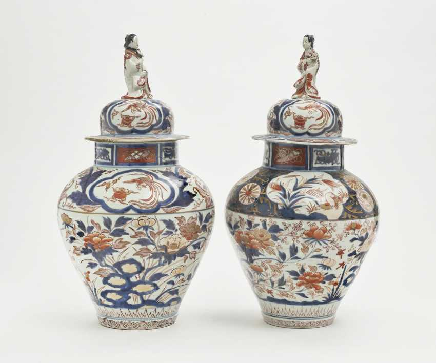 A Pair Of Cover Vases. China, Qing - photo 1