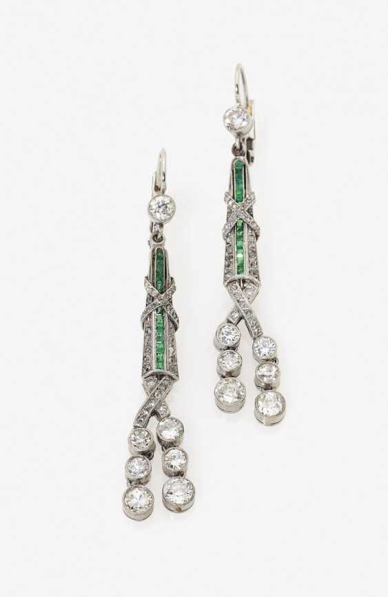 A Pair of Art Deco drop earrings with diamonds and emeralds. USA, around 1925 - photo 1